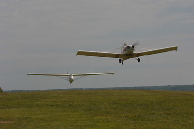 Sailplane and Piper Pawnee