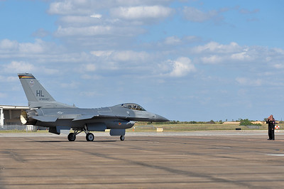 F-16 from Hill AFB, Utah taxis out for his demo.