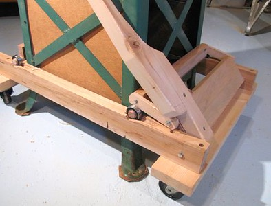 Clever DIY Table saw movable bases..