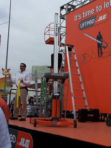 LiftPod, powered by drill, ConExpo, Las Vegas, 3.08