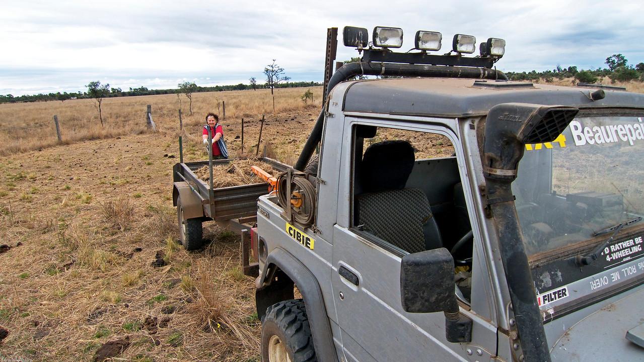 We went up the back of our place to get some hay and grass mulch for our trees we planted. Our rig of choice in this case is my 1994 Rocsta diesel 4x4 2.2 litre. Was fun anyway.
