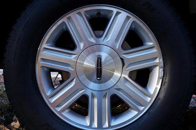 The Blackwood's unique aluminum wheels