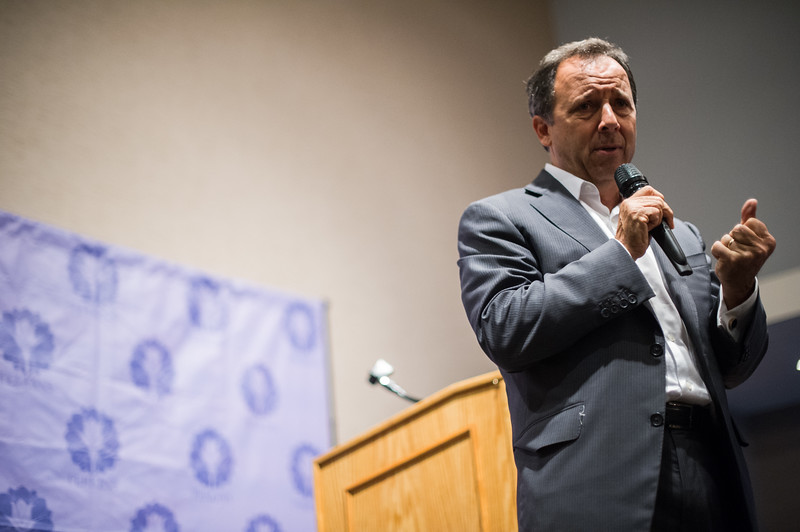 Pulitzer prize winning author and renowned journalist, Ron Suskind, engages the crowd with wit and sincerity during Friday evening's Gala hosted by the Perkins School at The International in Bolton.  Sentinel & Enterprise photo/Jeff Porter