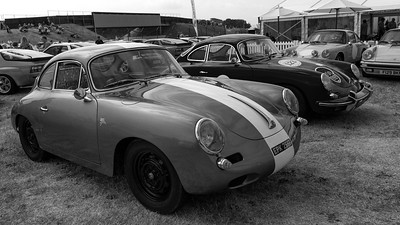 Porsche - old and new even blue - BW - Silverstone Classic 2018