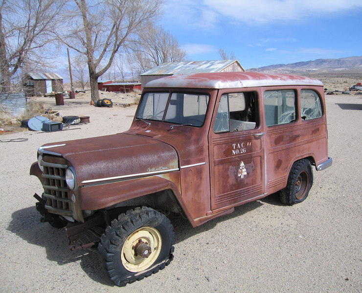 Old Willys Jeep Wagon.  Olancha, 1 Mar 2007.