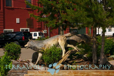 running wolves, running statues