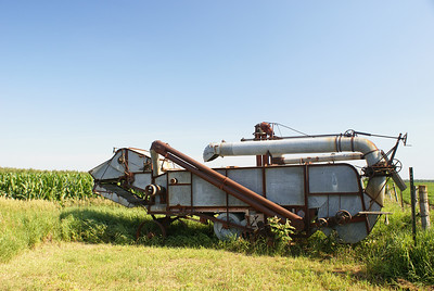 Threshing machine near Burt, IA.