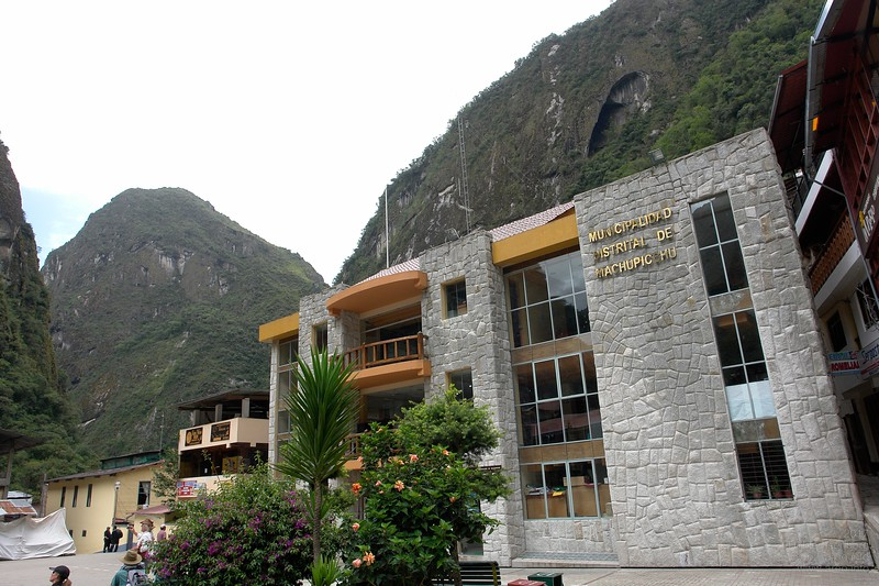 But Aguas Calientes has improved much during recent years. The new city hall is a good example.