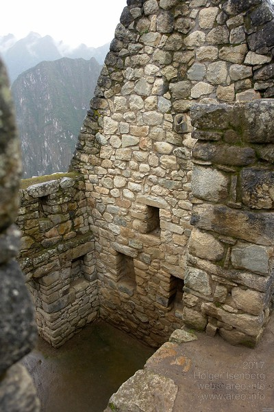Multi-storied houses. In all Inca buildings in Peru you find those fake windows. Normal windows are also common with same trapezoid style.