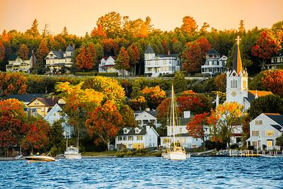 The look of Fall on Mackinac Island- looks like a postcard. #Michigan #MackinacIsland #Mackinac #PureMichigan #MichiganAwesome #MliveNews  #puremichigan #mackinaw #upnorth #greatlakes #puremittenpride