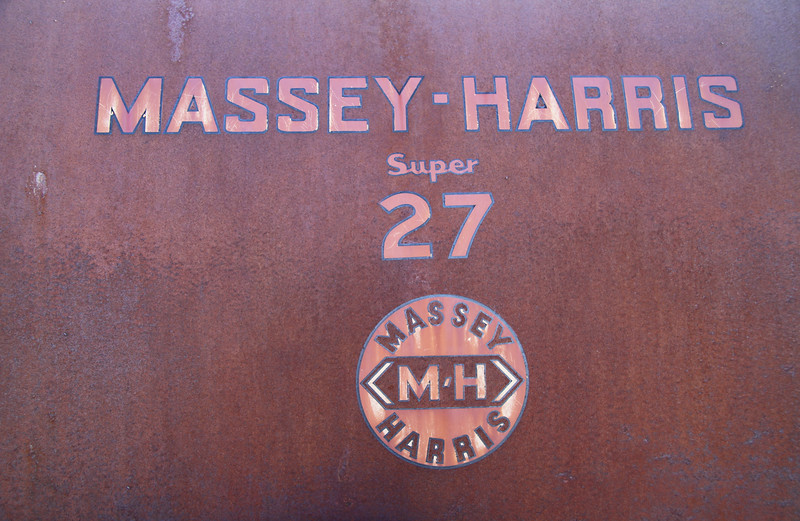 Massey-Harris Super 27 logo