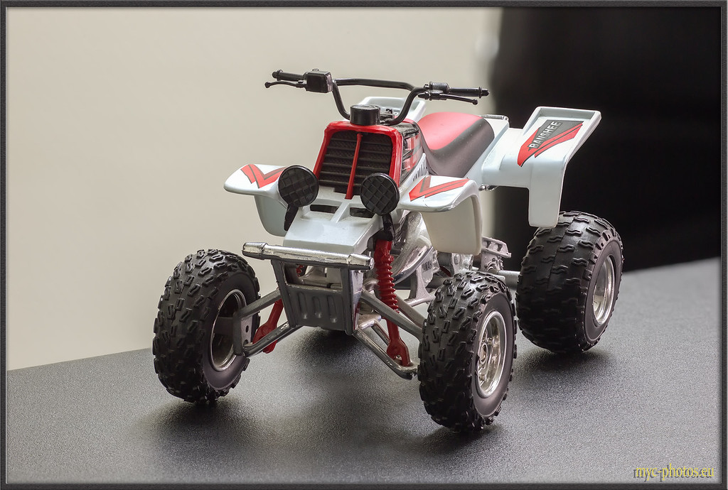 IMAGE: http://photos.corbi.eu/MacroWorks/Stacking-Combo/i-PMKq6Km/0/XL/QuadBike%20Stacked%20copie-XL.jpg