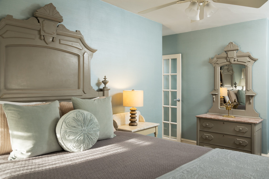 CarrollVilla Rooms 28 4 Edit XL Victorian to Stylish: Great Budget Makeover at Carroll Villa Hotel