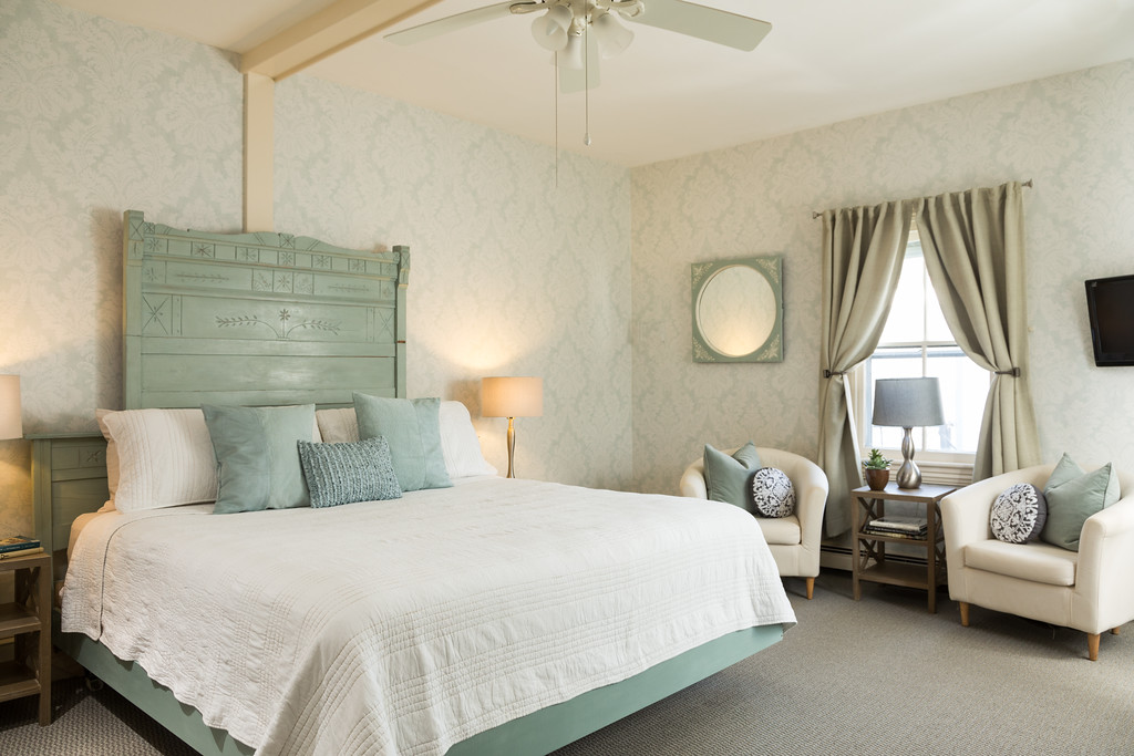 CarrollVilla Rooms 11 1 XL Victorian to Stylish: Great Budget Makeover at Carroll Villa Hotel