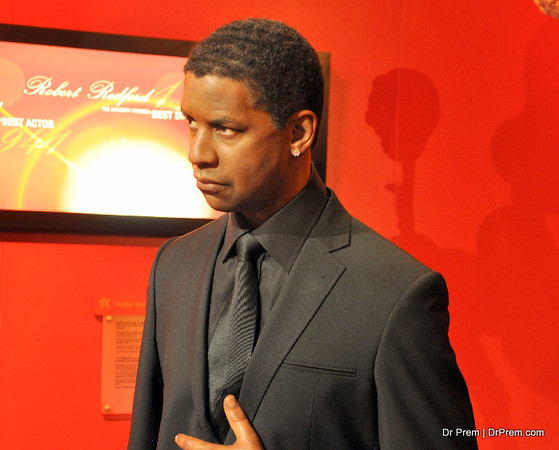 Denzel Washington, a hollywood actor in Hollywood's Wax Museum - Madame Tussaud's - A Must Watch in Los Angeles, USA. He is film actor, director and producer of Hollywood. Denzel was Vernon, New York and his famous movie is  Fence etc.