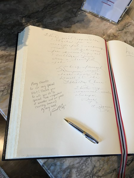 Sara Bogosian's message and signature in the official guest book