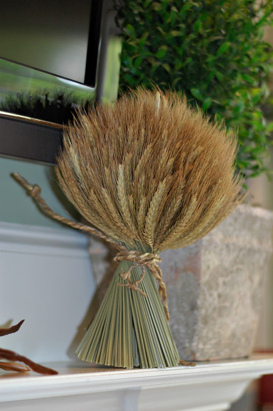 A bundle of wheat reflects the homeowner's midwestern roots.