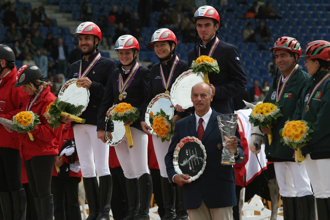 #22-The Gold Medal French team and Chef d'equipe, Jean-Louis Leclerc