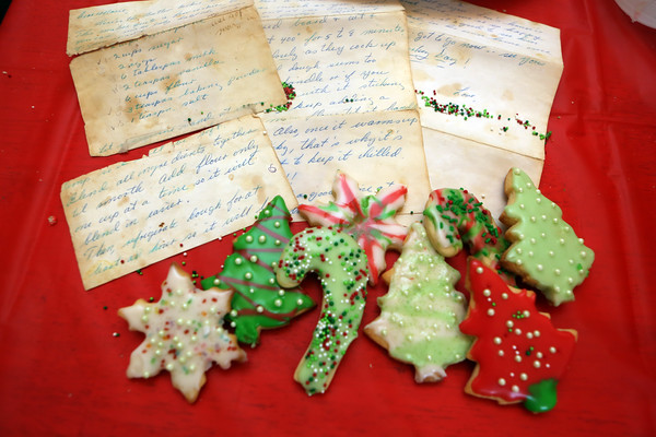 AMY SWEENEY/Staff photo<br /> Terry Cawlina received this handwritten sugar cookie recipe in 1972 from her aunt Rena Little of Pelham N.H.