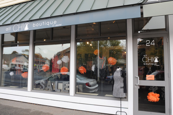 Marblehead:<br /> Siobhan Phelan's All Chic Boutique on Atlantic Avenue.<br /> Photo by Ken Yuszkus / The Salem News, Wednesday, October 30, 2013.
