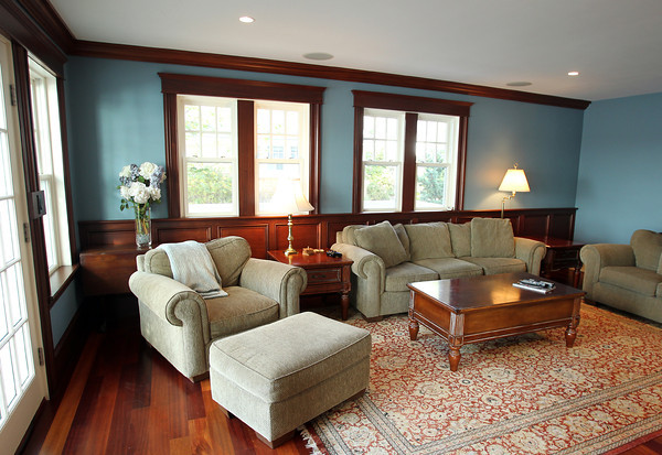 Marblehead: Living Room of 83 Naugus Ave Marblehead. David Le/Marblehead Home & Style Magazine