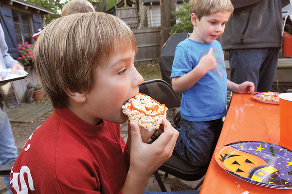 Marblehead:<br /> Kyle Aikman, left, is eating a snack near Carter Corbett at the table in the Nicosia backyard. They just finished painting (pumpkins/gourds?).<br /> Photo by Ken Yuszkus/Salem News, Thursday October 8, 2009.