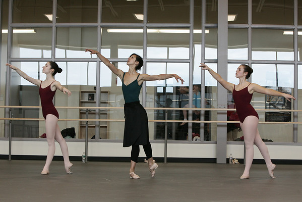 Marblehead: Boston Ballet school dance teacher, Alicia Macdonald performs along side students, Rachel Horzempa, left, and Anna Booras during the Intermediate Ballet Class Saturday. Photo by Deborah Parker/ May 2, 2009.