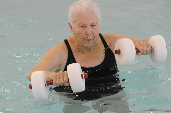Marblehead:<br /> Joan DePalma uses the barbell floats during the water aerobics class instructed by Cheryl Verrette at the Marblehead YMCA on Thursday morning.<br /> Photo by Ken Yuszkus/Salem News, Thursday,  October 28, 2010.