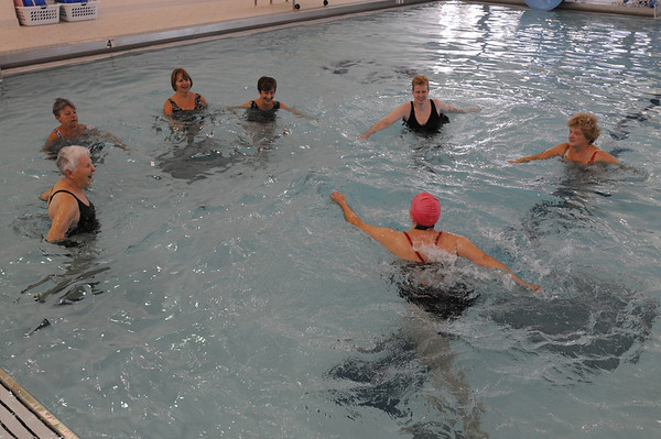Marblehead:<br /> The water aerobics class instructed by Cheryl Verrette at the Marblehead YMCA on Thursday morning.<br /> Photo by Ken Yuszkus/Salem News, Thursday,  October 28, 2010.