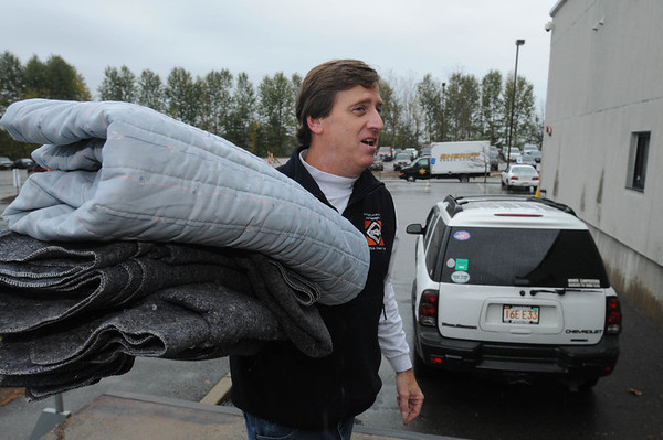 Middleton:<br /> Mark Brings, his wife, Janet, and daughter, Erin brought blankets and sheets to the Middleton Jail to be washed before sending them to an orphanage in Afghanistan.<br /> Photo by Ken Yuszkus/Salem News, Wednesday, October 19, 2011.