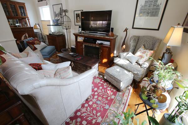 KEN YUSZKUS/Staff photo.     Blair Porter's family room in home in Marblehead.     2/10/16