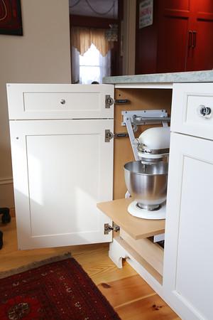 KEN YUSZKUS/Staff photo.     Built in folding apparatus in Blair Porter's kitchen in Marblehead.     2/10/16