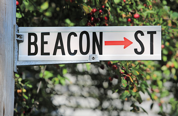 KEN YUSZKUS/Staff photo.    Beacon Street in Marblehead.   9/18/15.