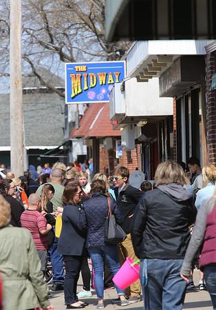 KEN YUSZKUS/Staff photo.    The crowded sidewalk at Salem Willows.      04/18/16