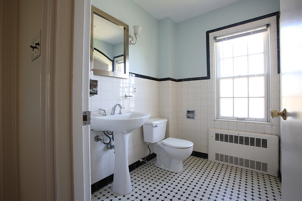 KEN YUSZKUS/Staff photo.    The bathroom on the 2nd floor of Henry and Diane O'Donnell's home on Lafayette Street in Salem.      04/27/16