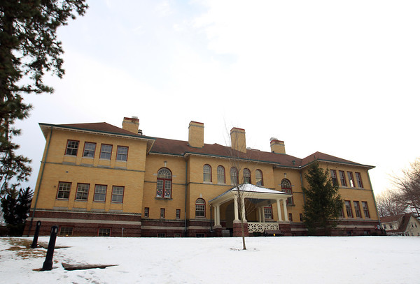 "Reading: Reading Public Library with its ""four dignified chimneys watching over the elegant arch-top windows and stately porte-cochere."" DAVID LE/Staff Photo 1/28/14"