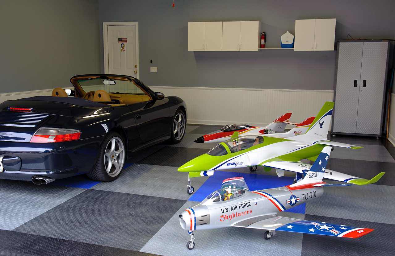My Hanger...can you guess which one is the fastest?  Its not what you think.  Front to back...F86 Sabre, Viper Jet, BVM Kingcat and can't forget about the Carrera.  And the 3 on the right are faster then the one on the left.  Top speed on the Kingcat is 248mph, the Porsche will only do 180.