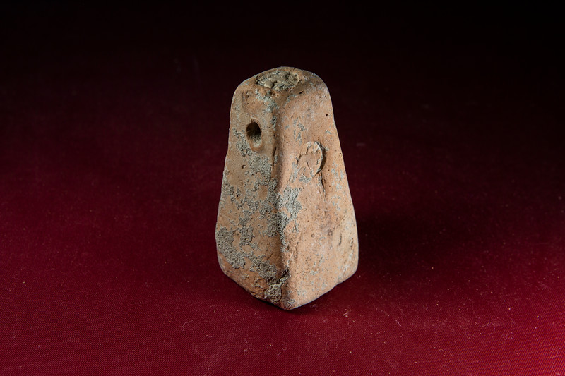 A loom weight from the Vagnari vicus with a seal stamp impression of what appears to be a griffen.