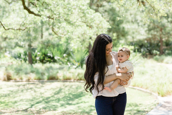 Mother and Baby at the Rose Garden in Houston, TX  | Daria Ratliff Photography in Katy tx