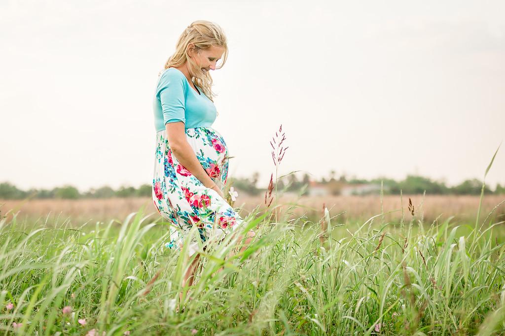 Lesley_maternity_field-08
