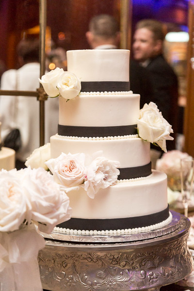 The cake at the Colombe D'or Wedding in Houston TX