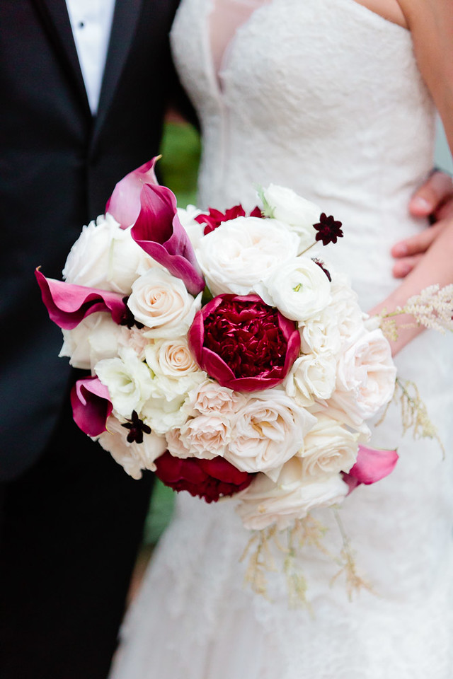 Bouquet style with white and red flowers