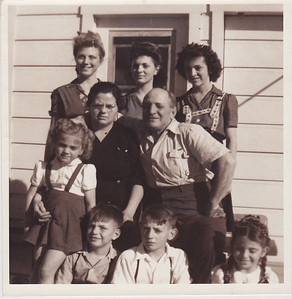Jennie, Louise, Frances Tillie, Joe Jerry, Dan, Joe, Gloria Approx 1943
