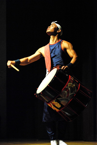 Aski Gumi guest performer of the Ronin Taiko Japanese Drummers that performed at Morikami Japanese Theater.