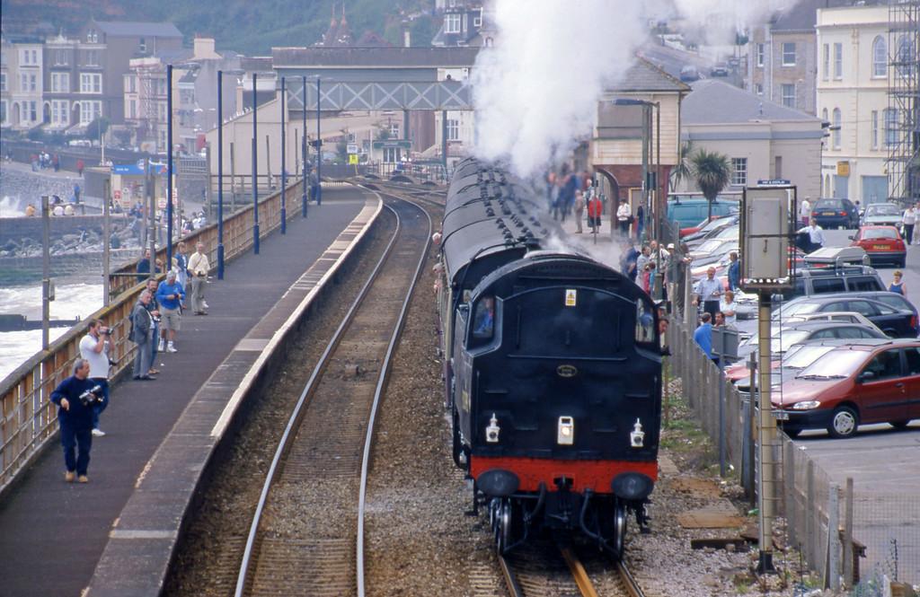 80098, 15.11 Newton Abbot-Exeter St David's, Dawlish, 30-4-00.