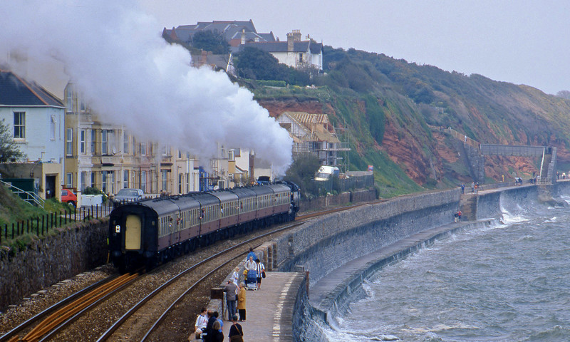 80098, 15.11 Newton Abbot-Exeter St David's, Dawlish, 30-4-00.
