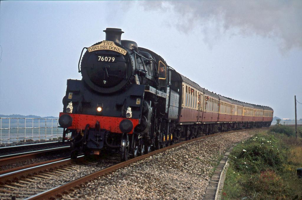 76079, 17.40 Paignton-Exeter St David's, Cockwood, near Starcross, 23-8-01.