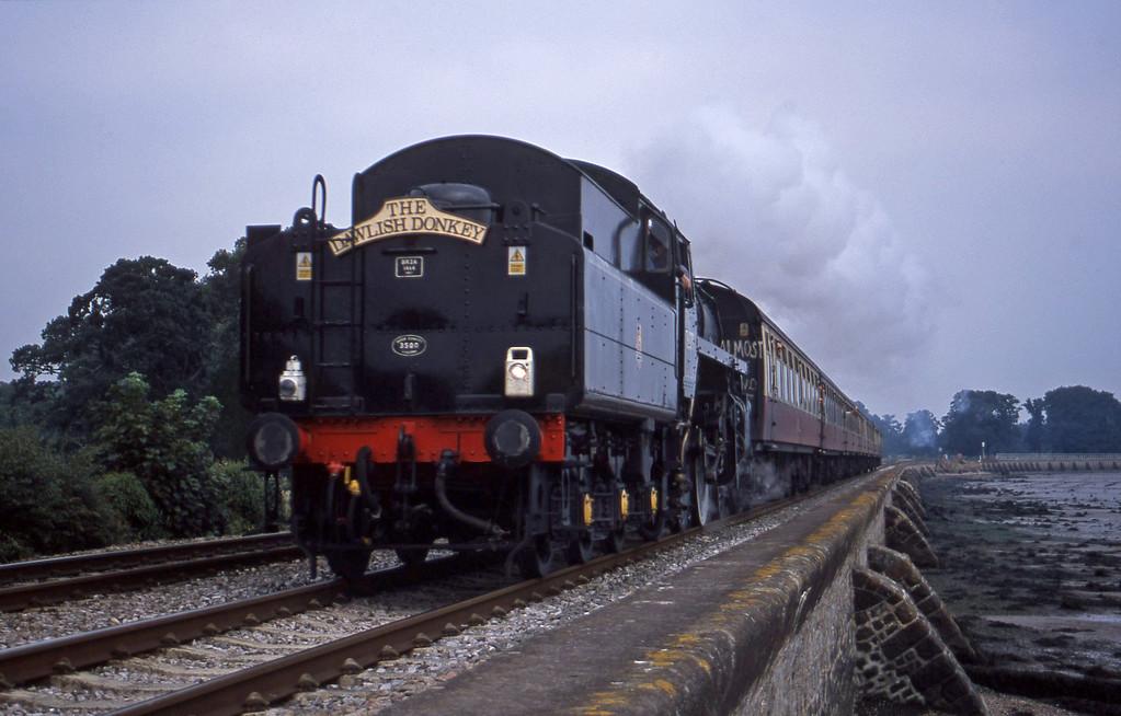 76079, 09.31 Exeter St David's-Paignton, Powderham, near Exeter, 28-8-01.