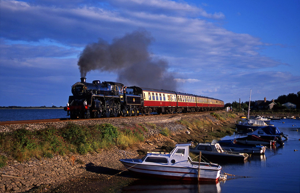 76079, 17.40 Paignton-Exeter St David's, Cockwood Harbour, near Starcross, 30-8-01.