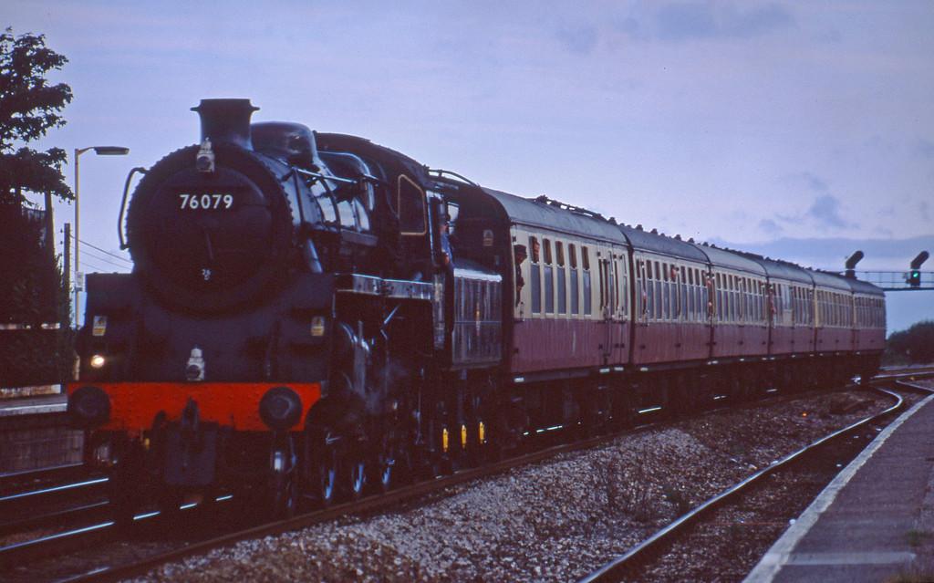76079, 18.32 Totnes-Exeter St David's, Dawlish Warren, 12-8-01.